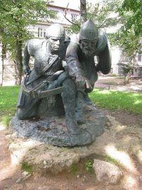 450px-Skulptuurigrupp_'Meelis_ja_Vjatško_Tartu_kaitsel'_Tartus_Kassitoomel,_eestvaade,_20__september_2011