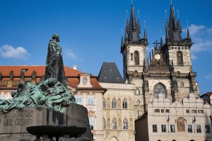 800px-Jan_Hus_Statue_and_Tyn_Church,_Old_Town_Square,_Prague_-_8190-1458034773